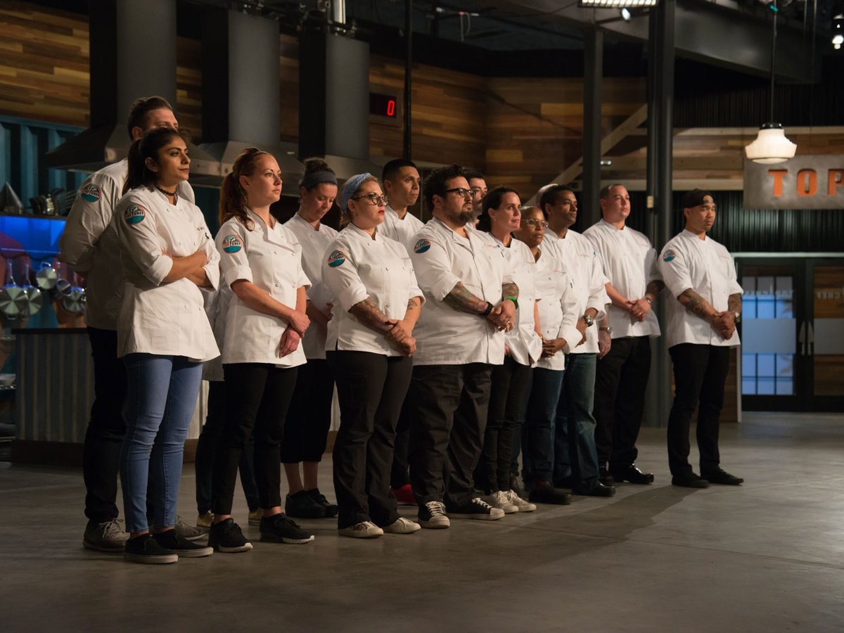 Take a sneak peek at tonight's episode of @BravoTopChef, then tune at 10PM ET! https://t.co/1iwvLdHRGg
