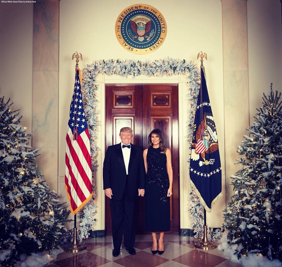 RT @ColumbiaBugle: #BREAKING The Official 2017 First Couple Christmas Portrait!  Merry Christmas! https://t.co/RS3CN5aF4T