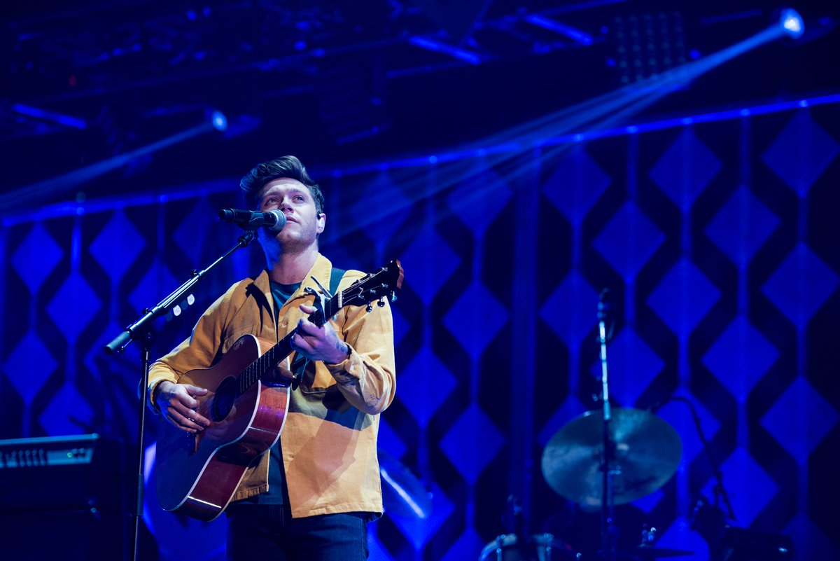 #NiallHoran right now though! #iHeartOnCW