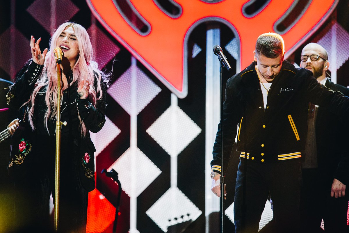 #Kesha & #Macklemore make such a good 🎵 🎶🎵 🎶 duo! #iHeartOnCW
