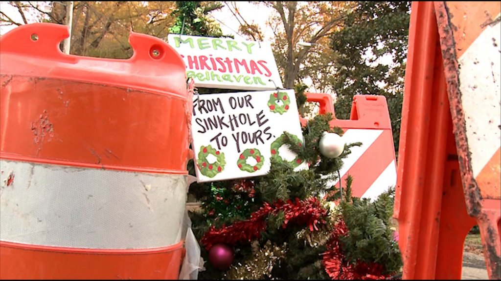 'Merry Christmas, from our sinkhole to yours': Holiday tree pops up in pothole https://t.co/1mBI1TD32c