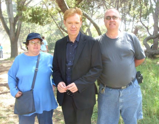 David Caruso with 2 fans on the set of CSI: Miami #fans #davidcaruso #csimiami #horatiocaine @davidcaruso1 https://t.co/EDQ6F4Gf9j