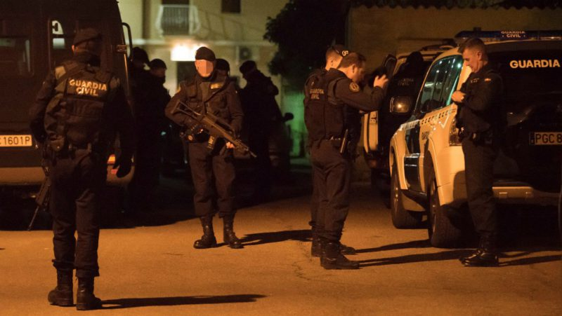 Detenido de madrugada el tirador de Teruel tras asesinar a tres personas https://t.co/cYYcQtOfQP