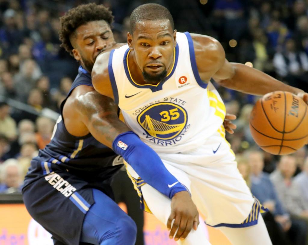 Kevin Durant helps fan, while also leading Warriors to win over Dallas https://t.co/mvWglPOJTb
