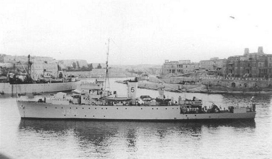 #OTD 1943 HMS CLINTON - 1st of Canadian-built #Algerines - arrives in UK. Served briefly with 41st MSF (US built BAMs). Joined 5th MSF in Jul 44 #RN #WW2<br>http://pic.twitter.com/rwRKoZIzeq