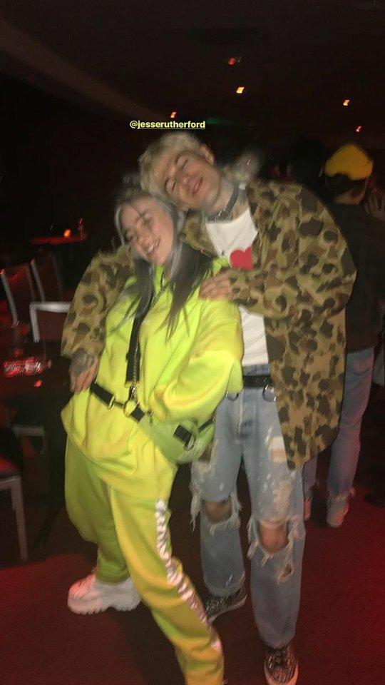 RT @thenbhdBRA: Jesse Rutherford com a cantora Billie Eilish no local do show de ontem em Los Angeles. https://t.co/uLe1ejy7oL
