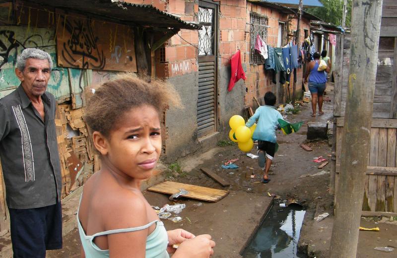 Cerca de 50 milhões de brasileiros, o equivalente a 25% da população, vivem na linha de pobreza e têm renda familiar equivalente a R$ 387 por mês. Os dados foram divulgados hoje (15), pelo IBGE). 📸Vladimir Platonow/@agenciabrasil