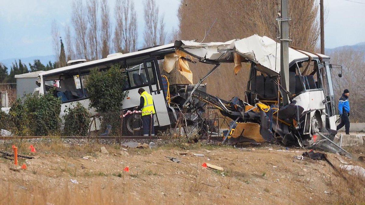 EN DIRECT - Bus scolaire percuté par un train à Millas : le bilan revu à cinq collégiens tués https://t.co/t20uVE6jKb