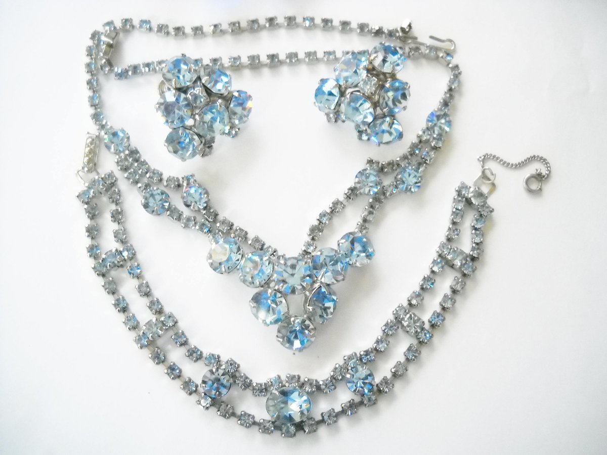 http://www. etsy.com/shop/FindCharl otte &nbsp; …  Excited to share the latest addition to my #etsy shop: Jewelry Set Blue Rhinestone Bracelet Necklace Earrings Blue Crystal Matching Set Mid Century Multi Shape Blue Rhinestones Statement Jewelry  http:// etsy.me/2CxXoC2  &nbsp;   #jewelry #blue #no<br>http://pic.twitter.com/my6DEqOxxm