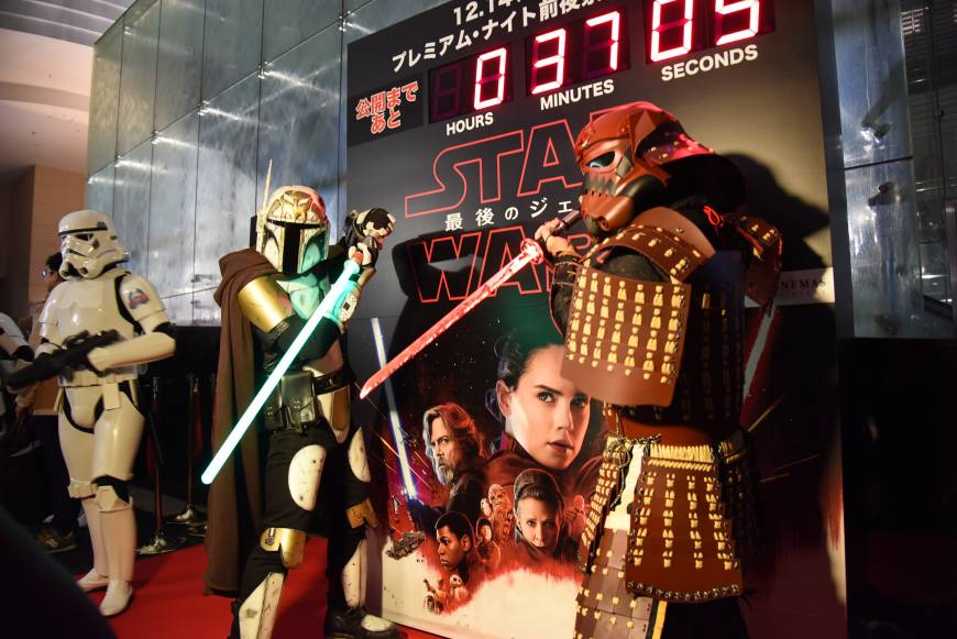 #StarWars fans get a first look at 'The Last Jedi' #スターウォーズ #最後のジェダイ https://t.co/nDg8rcpIf0