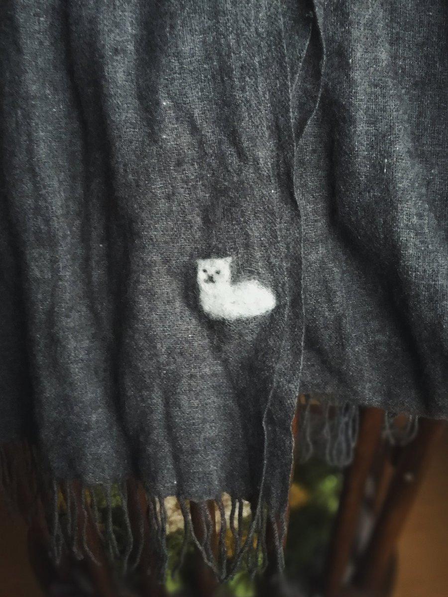 お気に入りのストールに穴があいて落ち込んでいたら、妻が僕のだいすきな猫のかたちに...
