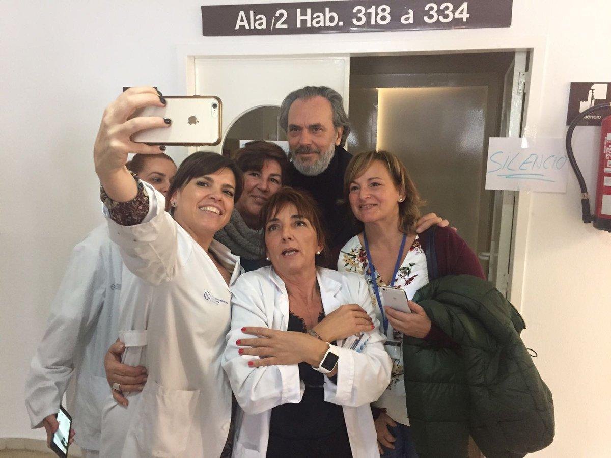 Un hospital público de #Vigo reserva una planta de 60 camas para rodar una serie de #Telecinco mientras #Urgencias están colapsadas https://t.co/3epyRVRYWA