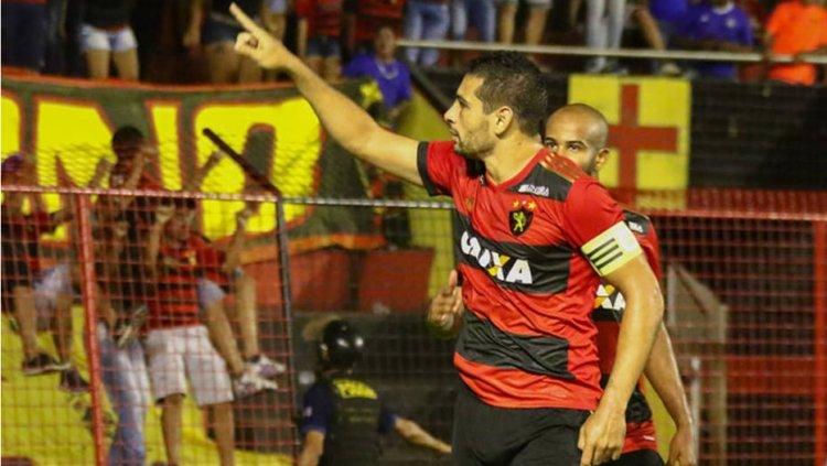 RT @EstadaoEsporte: >@SaoPauloFC adota cautela em negociação para ter Diego Souza em 2018 https://t.co/EtgcWqmCsT https://t.co/B4OLViOWwQ