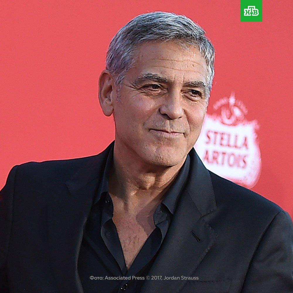 Джордж Клуни пригласил 14 друзей на обед и подарил каждому по чемодану с миллионом долларов. Расщедрился актер в 2013 году, но известно об этом стало только сейчас из интервью одного из участников. Сам Клуни заявил, что хотел отплатить друзьям за добро, которое они сделали