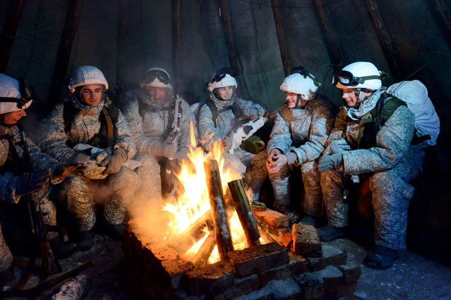 Разведчики Северного флота отдыхают в чуме после успешного выполнения тактических задач в условиях Заполярья  #Минобороны #СФ