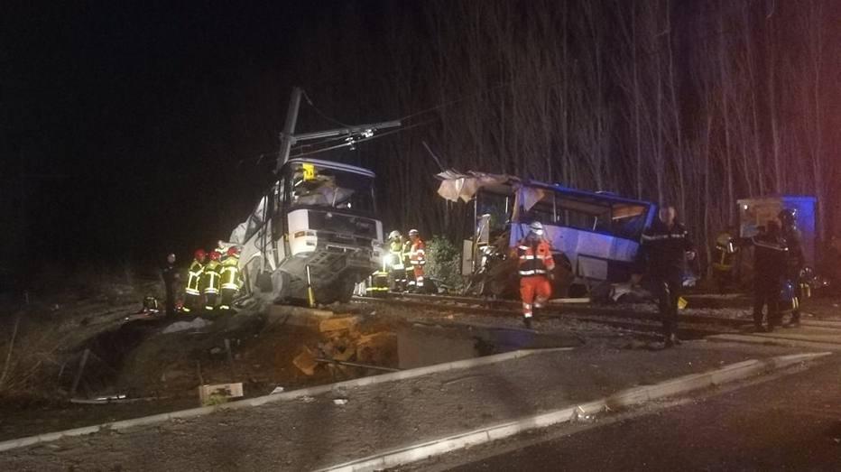 RT @Estadao: Chega a 6 número de mortos em colisão entre ônibus escolar e trem na França https://t.co/3wCXGxTif9 https://t.co/H4a42wW6IW