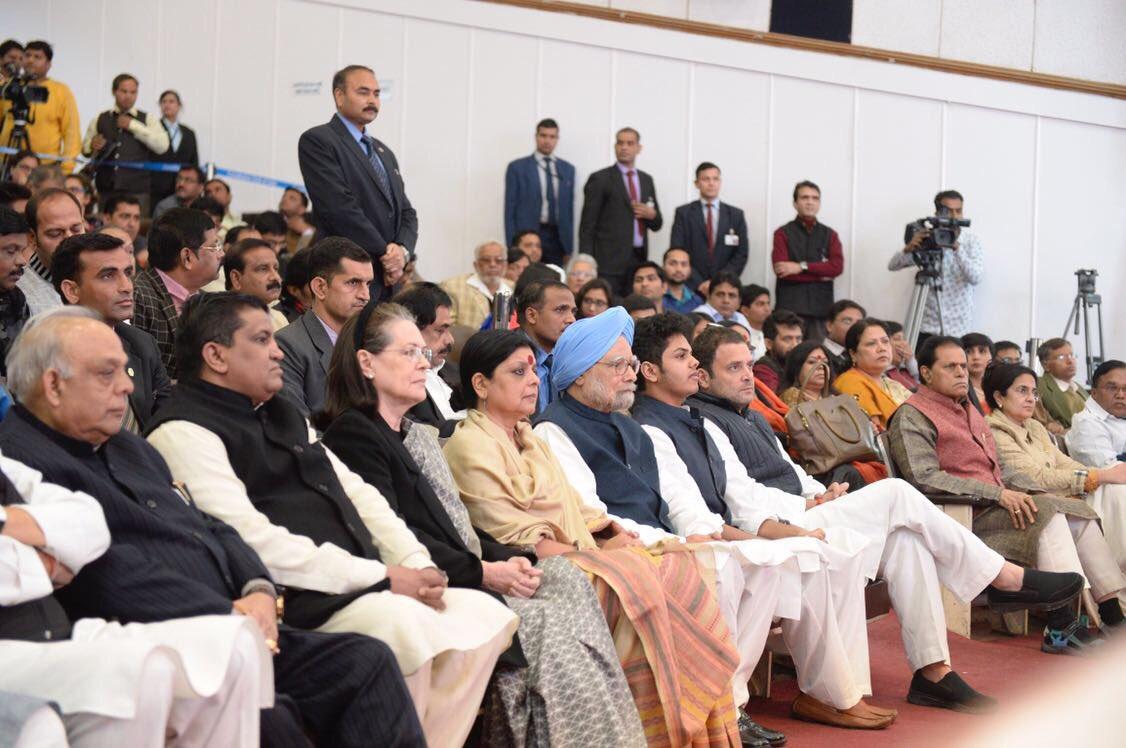 'Remembering Priyaranjan': Congress leaders Manmohan Singh, Smt. Sonia Gandhi and Rahul Gandhi join Priyaranjan Dasmunshi's family in paying their solemn tributes to the leader at the Constitution Club of India.