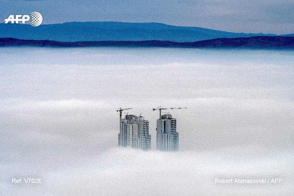 Skopje, la capitale de la Macédoine, est engloutie pour la deuxième journée consécutive dans un nuage dû en grande partie à une forte pollution https://t.co/BVTCINqXOC #AFP