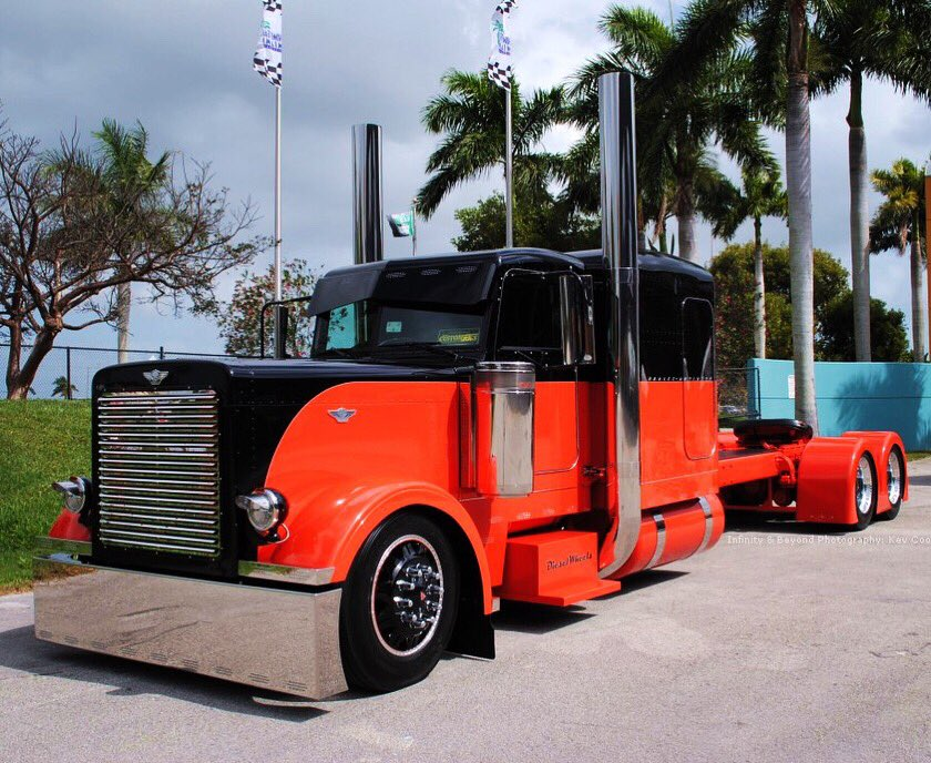 This one is for all you #Harley lovers out there! This Harley themed #Peterbilt is a unique and refreshing take on a #classic ride! @PeterbiltMotors #truck #trucks #trucking #trucker #bigrig #chrome #largecar <br>http://pic.twitter.com/eIwSTYBTqF