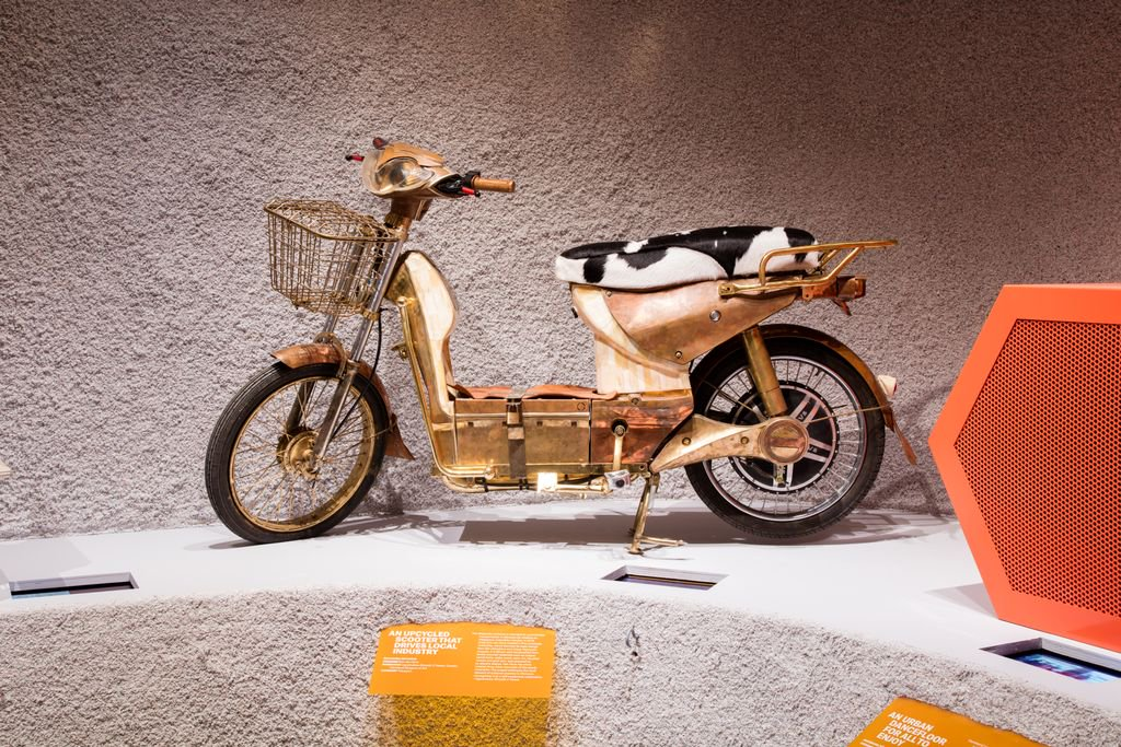 Today the Design Museum examines its objects for #ArtGold day | This electric moped from Eric van Hove with a copper-gold hue is created using Moroccan craft techniques & materials. It's one of this year's transport nominees for ! #BeazleyDesignsoftheYearhttps://t.co/DRCkJ3t4ha