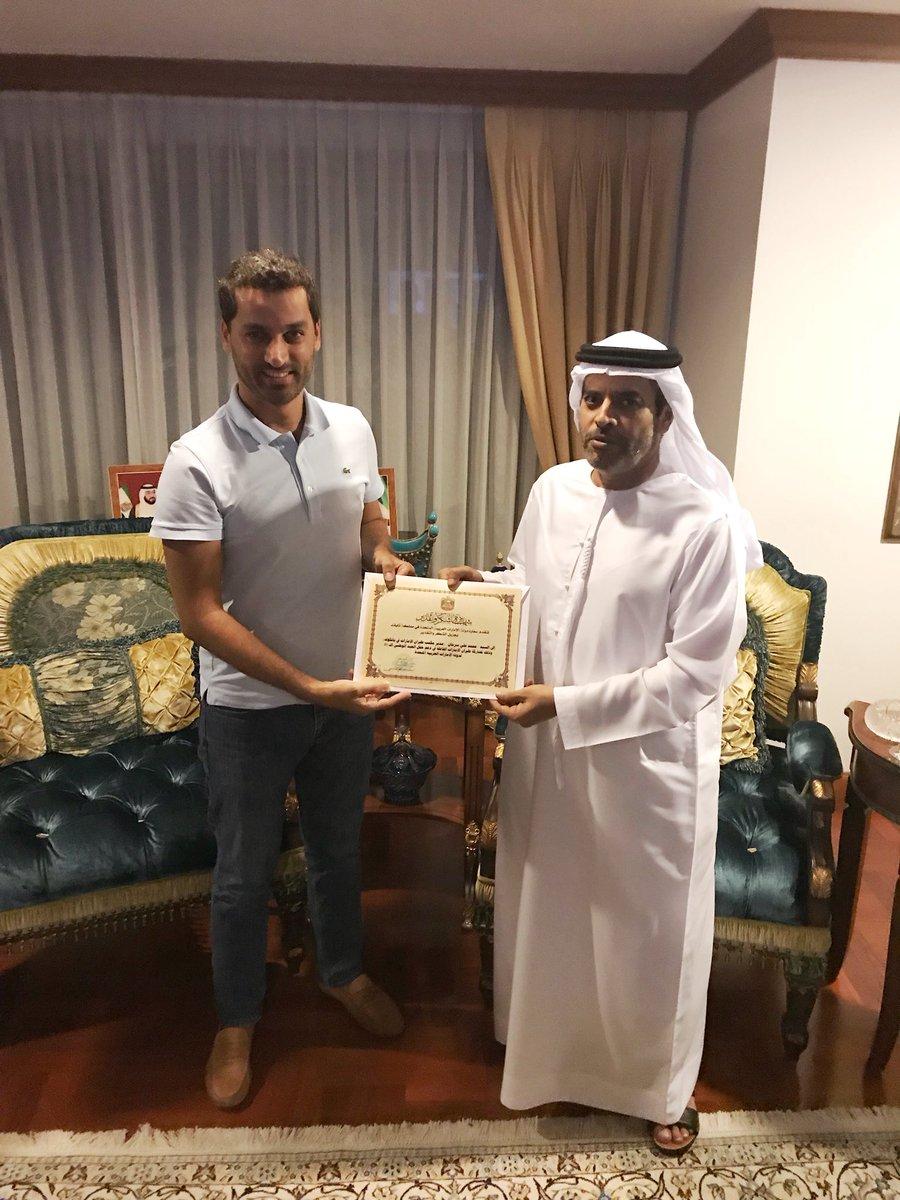 "UAE Embassy-Bangkok Twitterren: ""سعادة السفير سيف الشامسي يكرم ..."