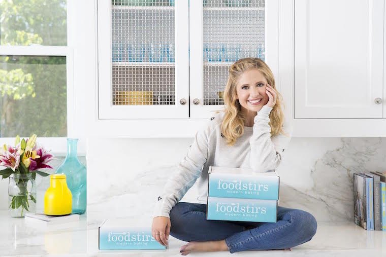 Today at 1:30pm, @SarahMGellar and I will be LIVE on my FB for a special surprise holiday baking show! ❄️🍩❄️ Tune in at https://t.co/IzCTg0Dxn0! @foodstirs