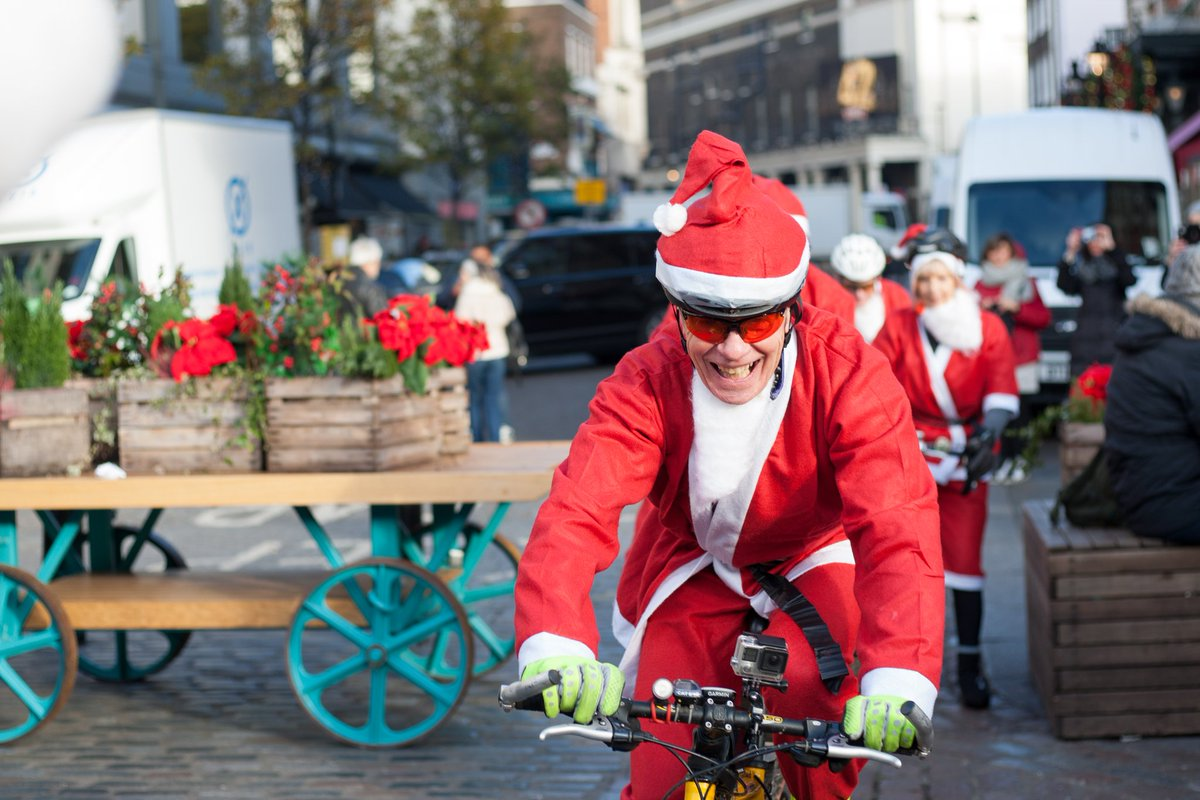 Day 15 of our #adventcalendar and #FatherChristmas is out to test the route! If you&#39;d like a fabulous #Christmas  follow and retweet us in December to enter our #PRIZEDRAW to win a Fortnum and Mason Hamper!... #London #property <br>http://pic.twitter.com/7qz63BtQ3o