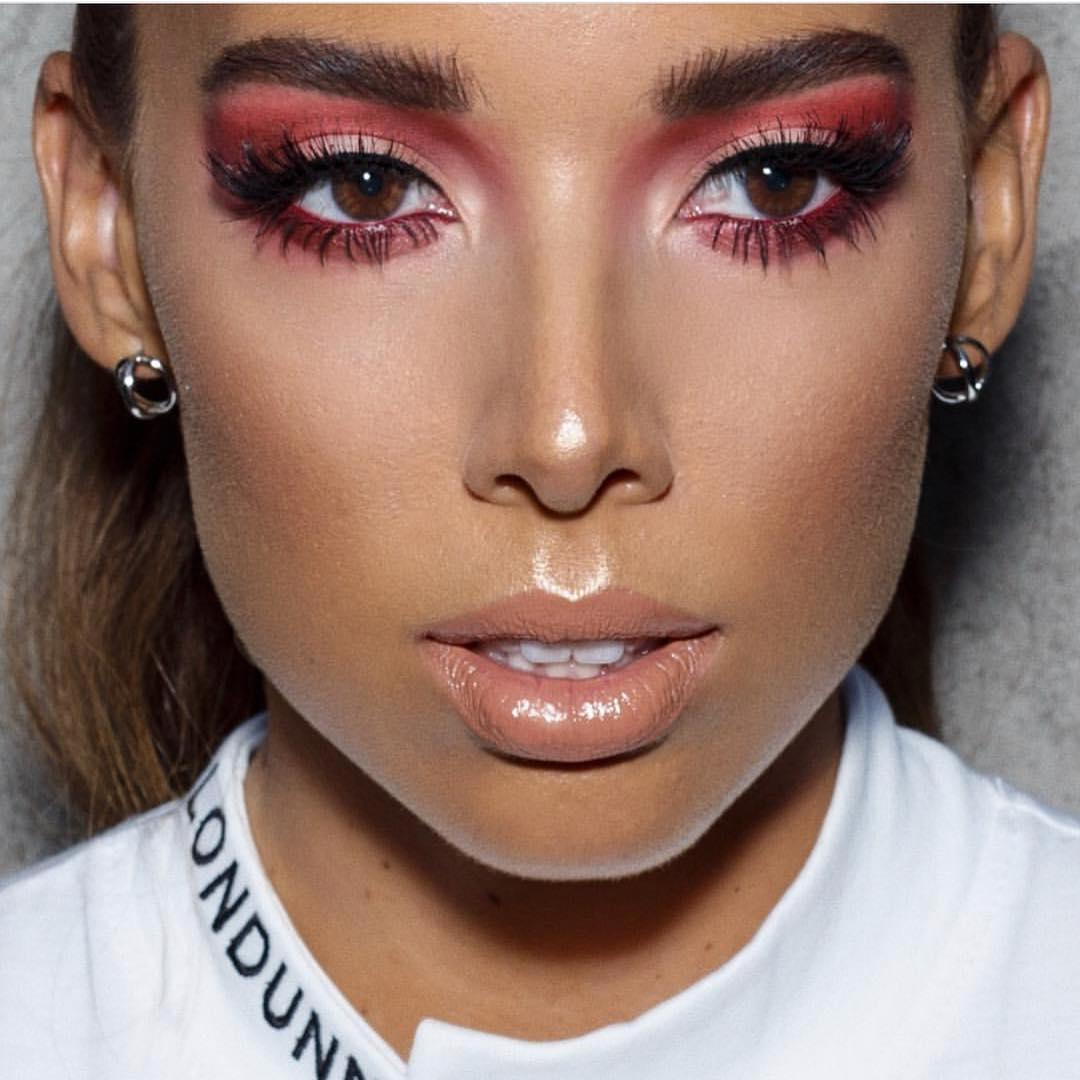 This lewwwwkkk 😍. @lustrelux slays in #VividHotLacquer in 'Unreal', the perfect browny nude.  (And she's rocking #MaybellineGirl @missjourdandunn's line with @Missguided 👏). Shop this shade on @amazon: https://t.co/Aj2RTBH6iJ.