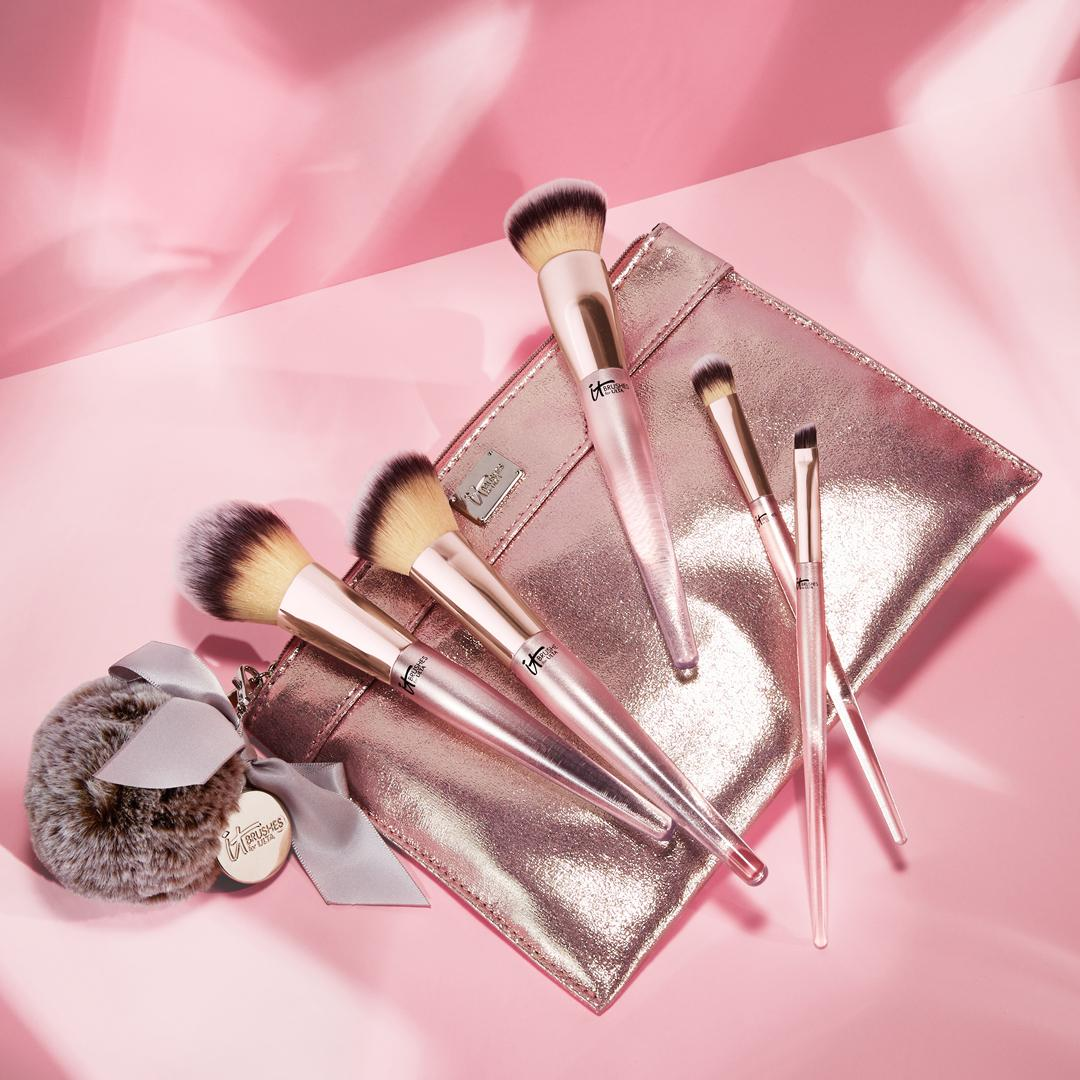 Limited edition #ITBrushesForULTA Chic in the City brush set! Perfect for the stylish IT Girl who loves being out on the town. @ultabeauty #style #brushes #makeupbrushes #itcosmetics<br>http://pic.twitter.com/T9xZirr8pH