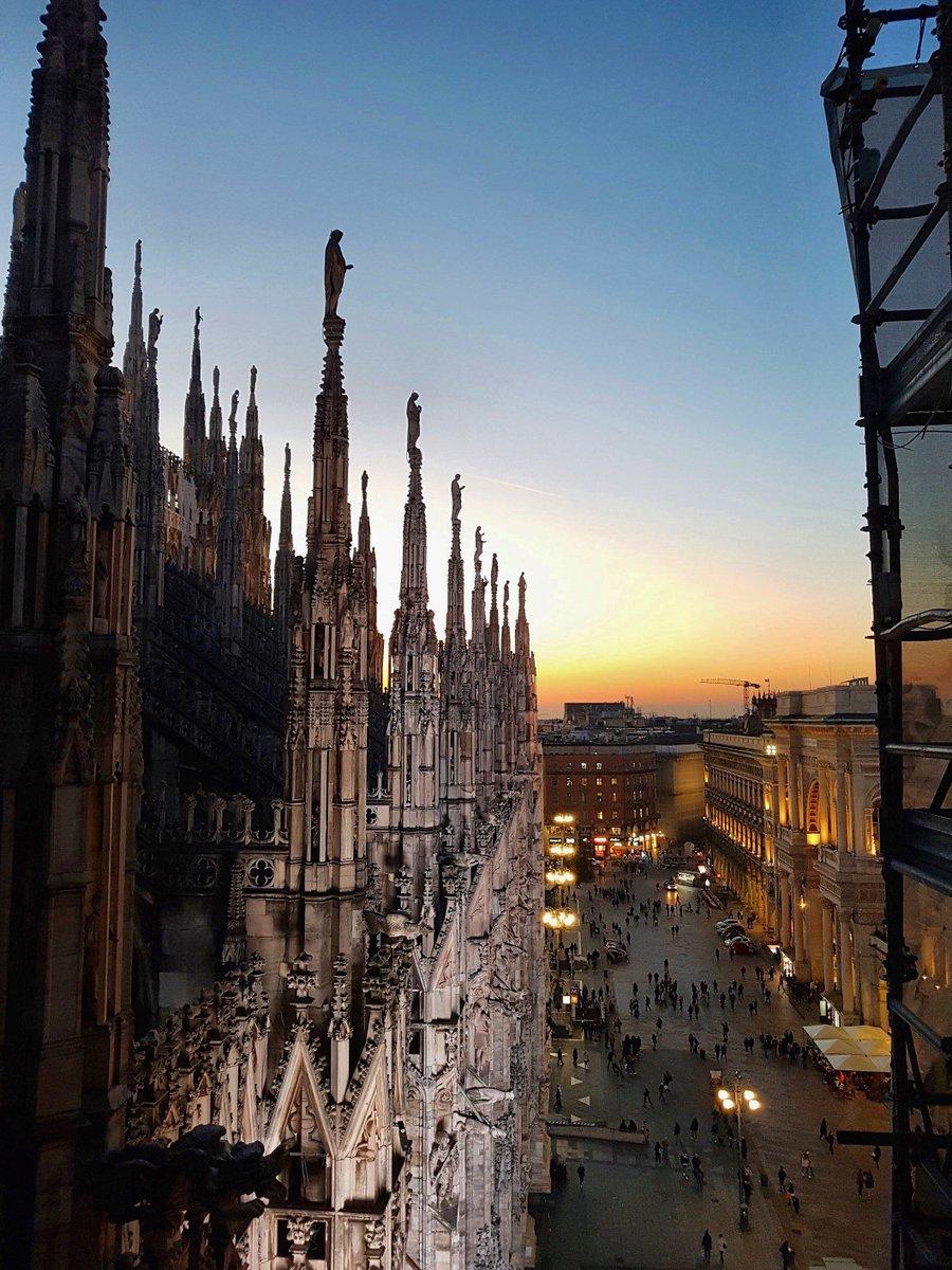 Duomo Di Milano Auf Twitter Con Questo Caldo Tramonto
