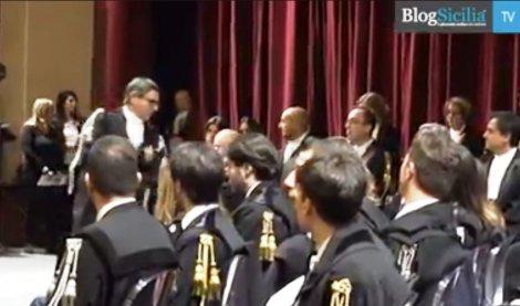 celebrata al Politeama la seconda giornata dell'orgoglio per gli avvocati palermitani (VIDEO) - https://t.co/mVHCV03AAP #blogsicilianotizie