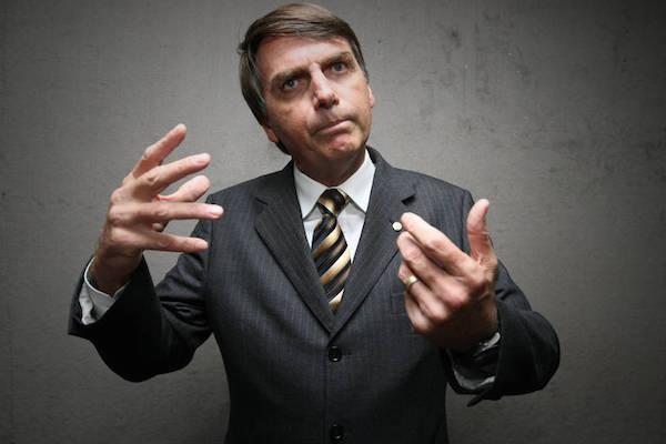 Do @blogdosakamoto: Brasil que despreza Bolsonaro e ri de notícia falsa pode acordar de ressaca https://t.co/XHZqvkUmzw