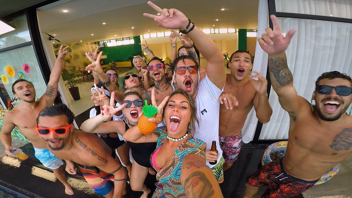 tá começando reprise do de férias com o ex brasil e nois tá como #ExNaMTV https://t.co/1CapUlWQ81