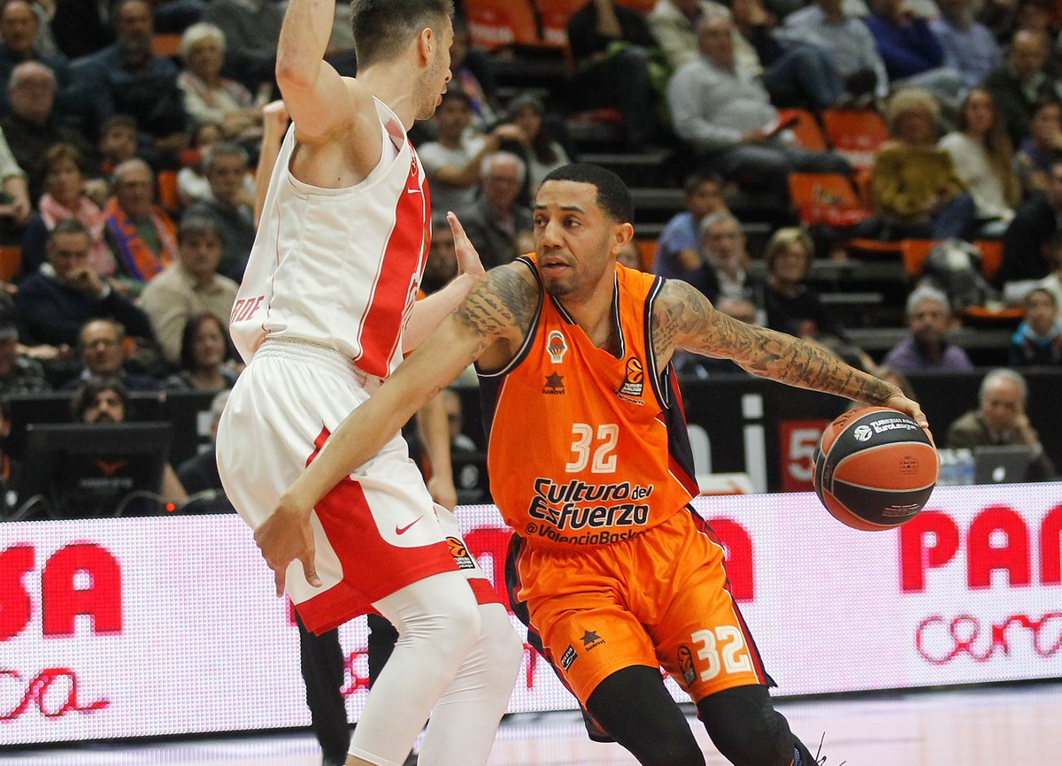 It's all tied up in Valencia!  72-72...  3 mins to play.  ⏱  Catch the conclusion on https://t.co/7FaPfy9ftu