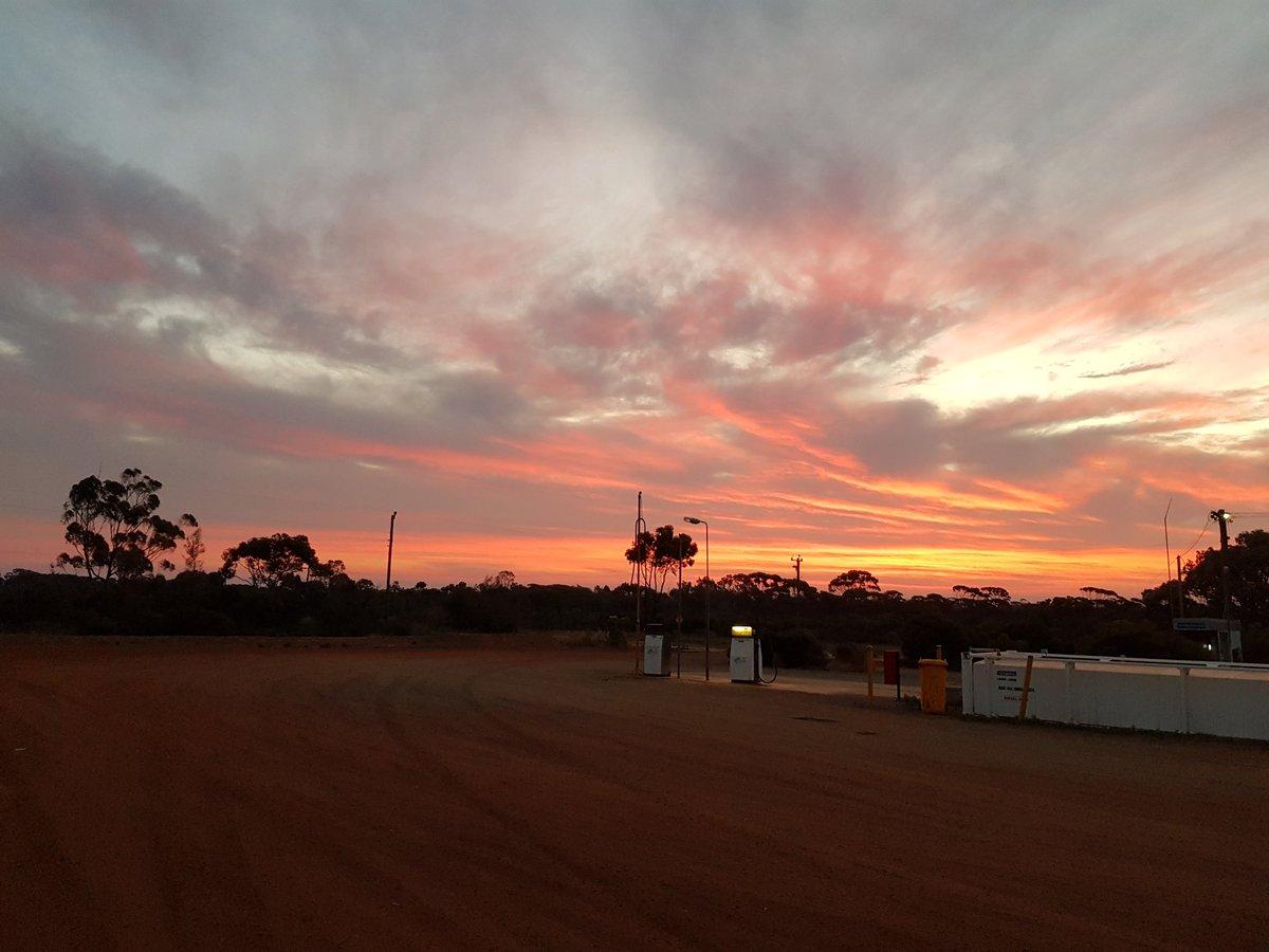 #LakeKing producing the goods #Sunsets #anotherdayinwa #Wheatbelt