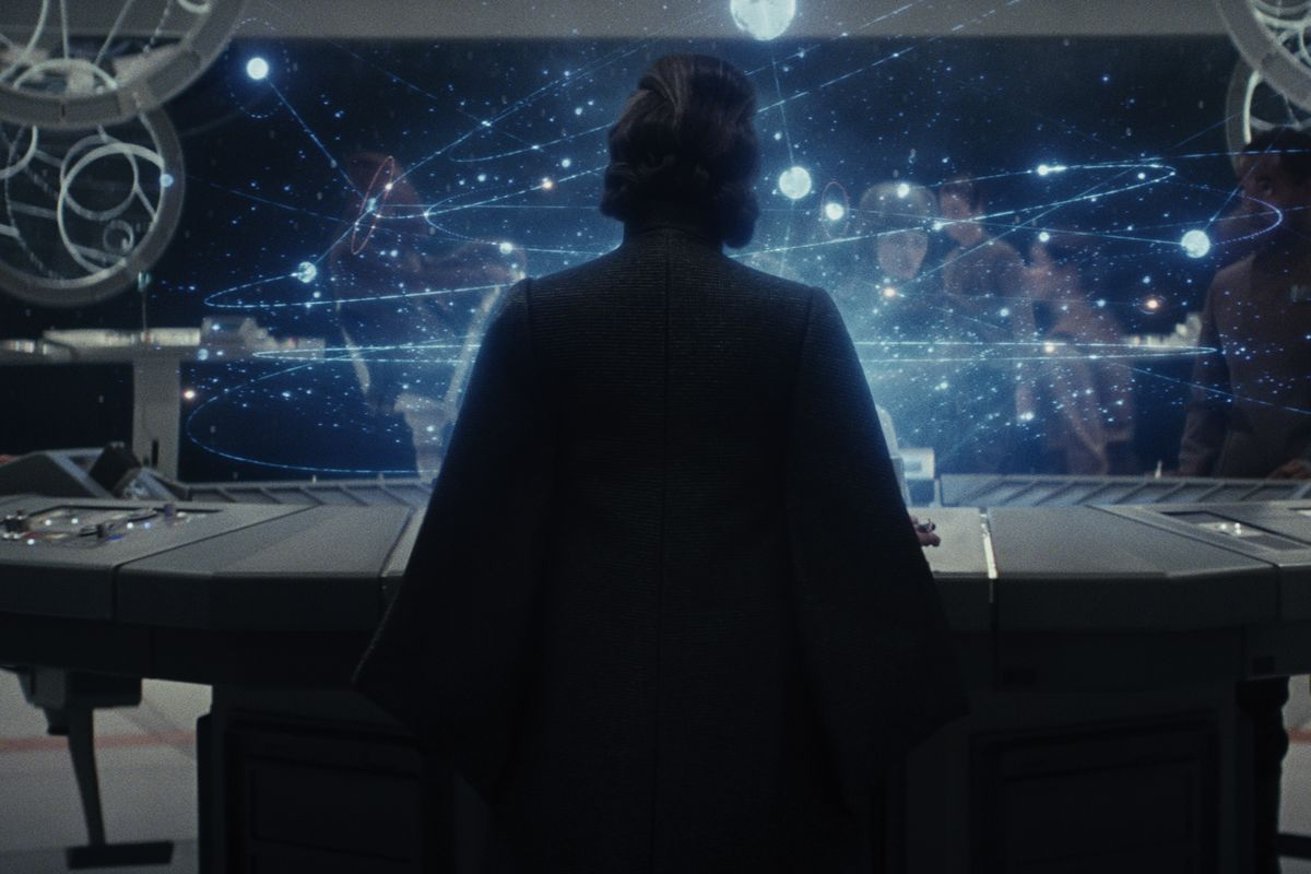 You don't need to wait around for a post-credits scene after Star Wars, but you should hang back for a second. https://t.co/vahMXCz1zt