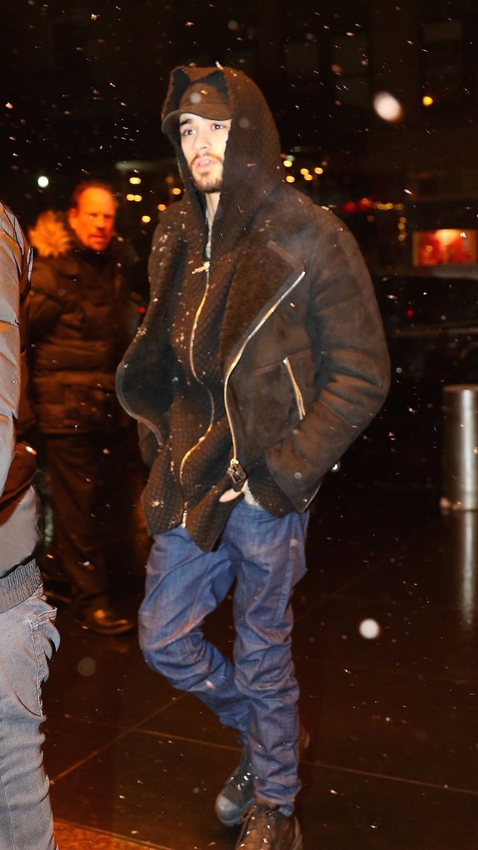 #New | Zayn out in NYC! <br>http://pic.twitter.com/7BJGhDm8ex