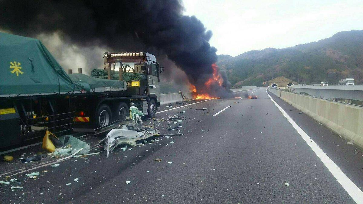 事故 情報 東名 新 新東名・森掛川IC付近で中型トラックが爆発しながら炎上する車両火災!乗用車複数台が絡む事故