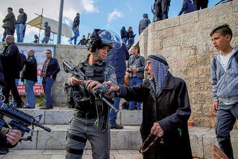パレスチナを裏切ったトランプの迷外交――エルサレムの首都認定を発表直前まで伝えなかった「ディールの名手」の真意は https://t.co/kcZZEWhlJl #トランプ #エルサレム #イスラエル