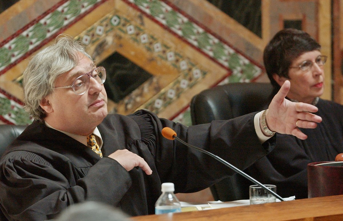 Who is Alex Kozinski? A conservative judge is accused of sexual misconduct by 15 women https://t.co/Zfne6uk7QA