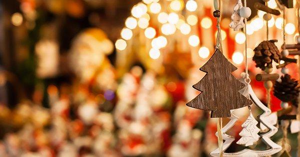 De nombreuses animations de Noël vous attendent dans vos quartiers ce samedi 16/12. 🎅 🌲 Venez à la rencontre du Père Noël de 14h et 17h, place Bargemon (photos, maquillage, distribution de sucre d'orge...) 📷🍭👨👩👧👦 Le programme 👉 https://t.co/Bgddwwob1T #NoelAMarseille