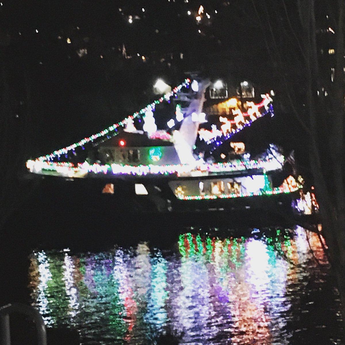 the christmas ships were amazing paradeofboats argosycruises warm1069christmas httpstcot2v626lyxd