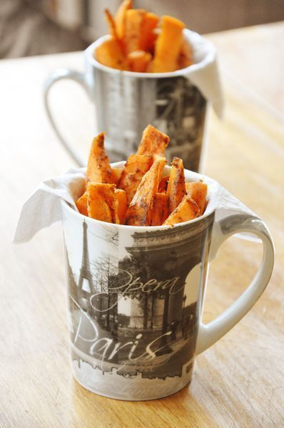 Spicy sweet potato fries with paprika + garlic are baked in the oven!  REALLY GOOD  https:// buff.ly/2BwPlYS  &nbsp;   #recipe #foodie <br>http://pic.twitter.com/LulCRZrZa5