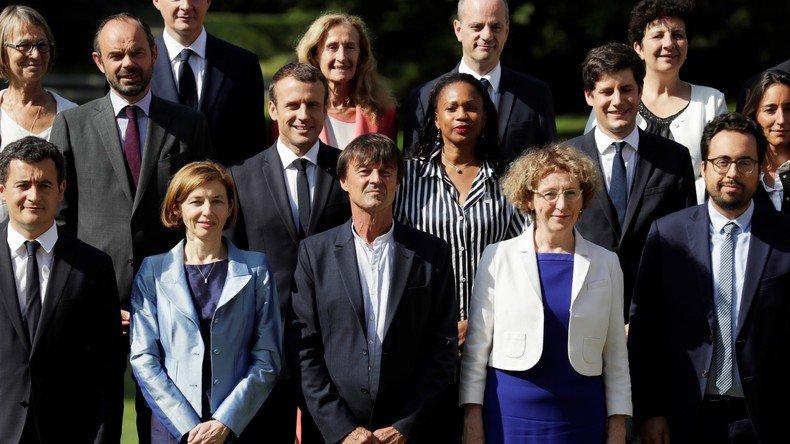 #Patrimoine : la ministre du Travail la plus riche, devant l'écologiste Nicolas #Hulot  https:// francais.rt.com/france/46577-p atrimoine-ministre-du-travail-plus-riche-devant-hulot  … pic.twitter.com/hxmWN7GjkJ