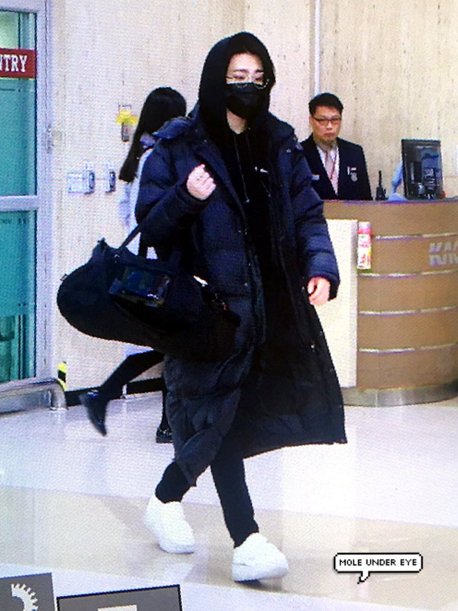 RT @moleundereye_YJ: 171216 GMP 입국 앙경👓💕 #GOT7 #youngjae #갓세븐 #영재 https://t.co/PNDA1hyJl0