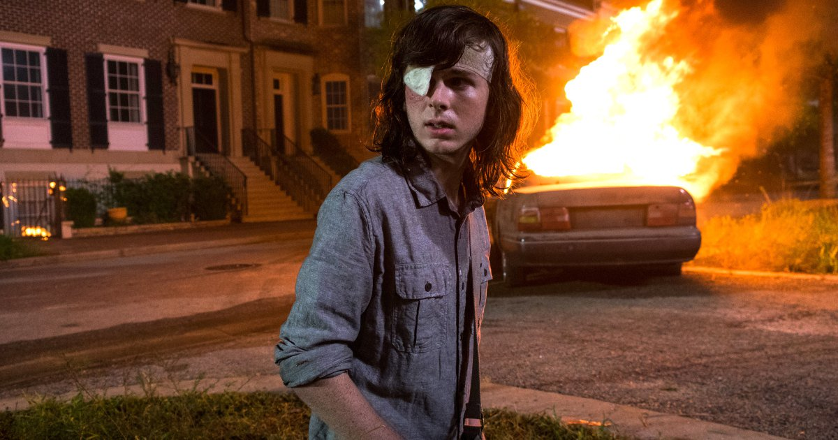 Chandler Riggs' dad rips AMC and #TheWalkingDead showrunner over that shocking reveal: https://t.co/MJE8Fe8xfD #TWD https://t.co/GdfYKC1kz5
