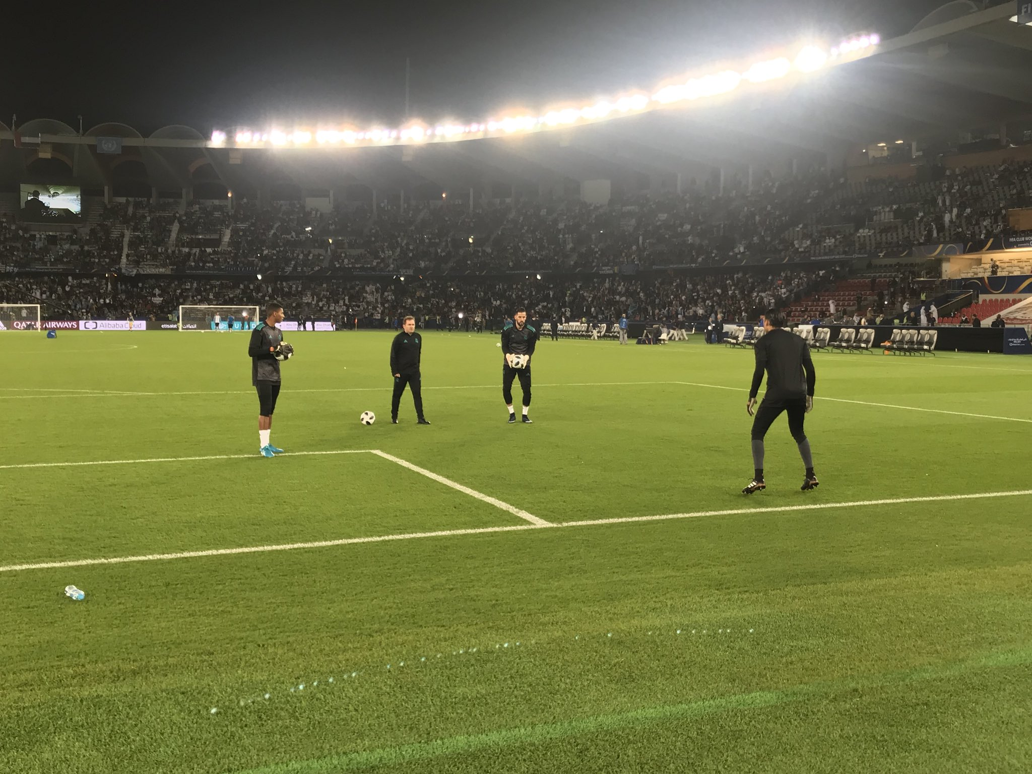 Our goalkeepers are out for the warm-up! ����  #RMCWC | #HalaMadrid https://t.co/A08IMMP5uM