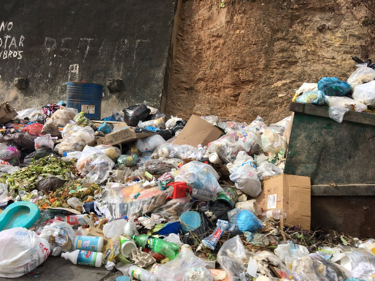 #16Dic La Vega navega en basura. https:/...