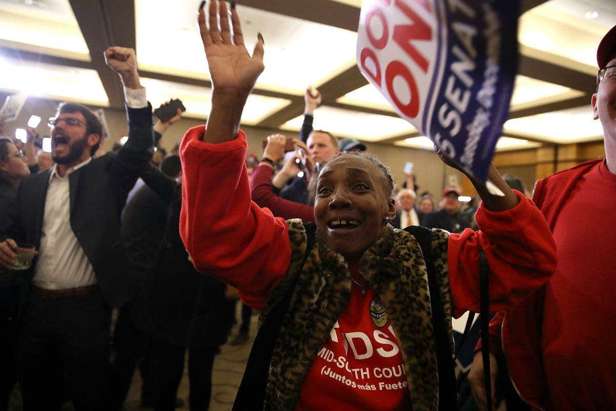 Voto de mulheres negras derrota ultraconservador em eleição no Alabama. Por Tory Oliveira: https://t.co/L2kcq8QsO4