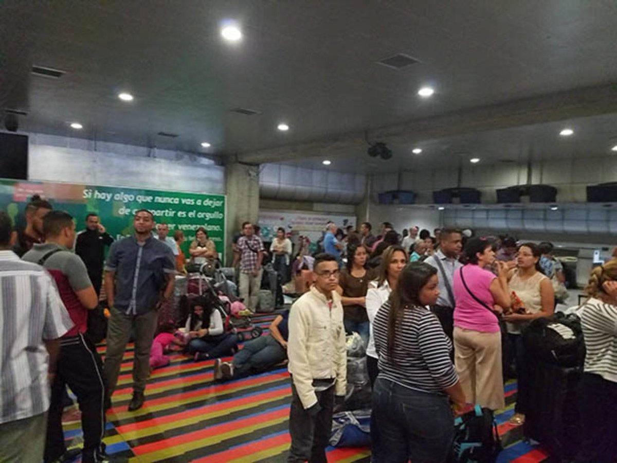 Denuncian que gobierno violó derechos de niños que viajarían a Perú https://t.co/HmzS0ilDTO  https://t.co/a7ifzHdb95  --
